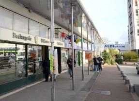 Les commerces meurent petit à petit à Epinay
